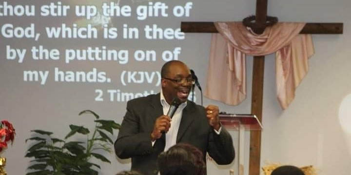 Pastor_Preaching